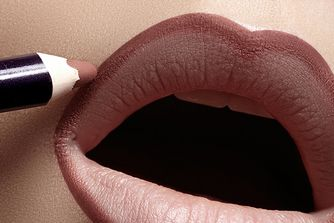 How To: Contour Your Lips